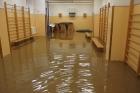 Školní gymnastický sál se změnil v bazén